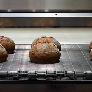 kenyér szállító szalag
